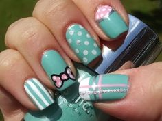 Nails vintage look green white and pink