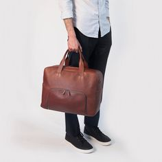 Voyager 2 in Cognac sized to fit your long weekend needs.