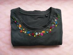 Hand – MULTICOLOR flower collar embroidered organic cotton T-shirt – Embroidery 2020 Embroidery Stitches Tutorial, Hand Embroidery Flowers, Embroidery On Clothes, Flower Embroidery Designs, Shirt Embroidery, Embroidery Patterns Free, Embroidered Clothes, Crewel Embroidery, Embroidered Blouse