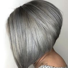 These Short Gray Hairstyles Make Going Gray So Easy and Ageless Roller Curls, Curly Hair Styles, Natural Hair Styles, Natural Curls, Silver Grey Hair, Silver Blonde, Golden Blonde, Platinum Blonde, White Hair