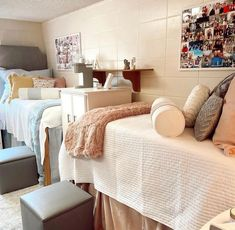 How cute is this dorm room!? I definately want to do something similiar to this with my roomie!! Cool Dorm Rooms, College Dorm Rooms, College Dorm Organization, Dorm Hacks, Dorm Room Designs, College Dorm Decorations, Something To Do, Room Decor, Bed
