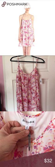 Olive + Oak floral shift dress sz Medium Beautiful floral shift dress with adjustable straps Olive & Oak Dresses