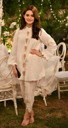 Minal khan Pakistani Fashion Party Wear, Indian Fashion Dresses, Indian Designer Outfits, Pakistani Outfits, Fancy Dress Design, Stylish Dress Designs, Designs For Dresses, Simple Pakistani Dresses, Pakistani Dress Design