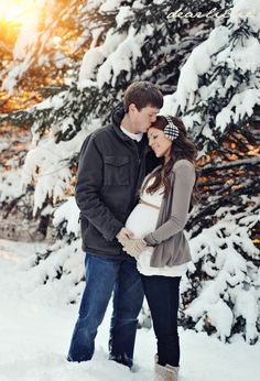 Dear Lillie: Jamie and Josh's Maternity Photo Shoot #maternity #winter #maternityphoto