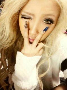 Gyaru nails girly