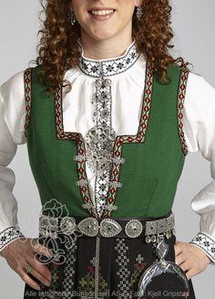 Nordfjordbunad til dame - Bunadrosen AS Costumes Around The World, Going Out Of Business, Folk Costume, Norway, Vikings, Scandinavian, Holidays, Kids, Women
