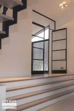 Interior door / pivoting with offset axis / steel / security glass Doors, Steel Doors And Windows, Living Room Interior, New Homes, Steel Windows, Modern Interior Design, Modern Design, Iron Doors, Doors Interior