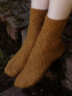 These socks feature a French heel and reverse stockinette. The cables are knitted through the back loop, making them more distinct. Knitting Kits, Knitting Socks, Knitted Hats, Knitting Patterns, Lace Socks, Wool Socks, Shoe Crafts, Fabric Shoes, Stockinette