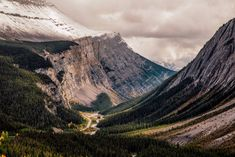 Everything you need to know about travelling along the Icefields Parkway in Canada: top photography spots, best hikes, accommodation options and useful travel tips. Backpacking Canada, Canada Travel, Canada Trip, Banff National Park, National Parks, Canadian Forest, Canadian Rockies, Canada Pictures, Canada