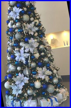 Blue Christmas Decor, Black Christmas Trees, Christmas Tree Themes, Holiday Decor, Christmas Christmas, Commercial Christmas Decorations, Christmas Tree Inspiration, Trends, Blue And Silver