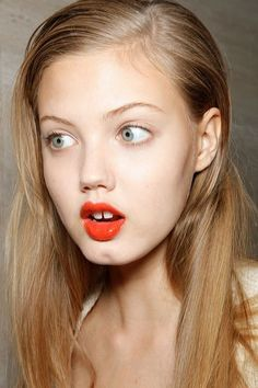 Lindsey Wixson (I think this is almost the same as the hair color I had when I was Lindsey Wixson, Orange Lipstick, Red Lips, Coral Lips, Beauty Makeup, Hair Makeup, Hair Beauty, Gap Teeth, Tattoos