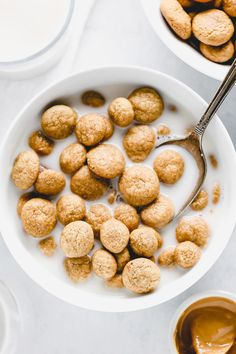 Homemade Peanut Butter Crunch Cereal - People look forward to breakfast make it sweet by adding these homemade vegan peanut butter gems to the mix. Cereal Recipes, Baby Food Recipes, Gourmet Recipes, Diet Recipes, Homemade Cereal, Homemade Baby Foods, Homemade Peanut Butter, Vegan Peanut Butter, Peanut Butter Breakfast
