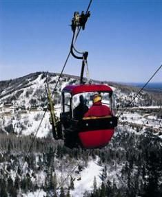Minnesota ski resorts are wonderful winter vacation destinations in Minnesota. Family Vacation Spots, Family Vacation Destinations, Train Track Poses, Olympic Ice Skating, Best Winter Vacations, Minnesota Camping, Ski Ski, Ski Resorts, Cross Country Skiing