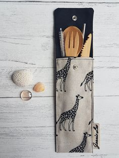 Zero Waste Cutlery Pouch - Giraffe Print This pouch can be easily slipped into your bag for those times when you are on the go and want to be in a position to refuse disposable utensils and plastic straws. Contains - 1X Bamboo Fork 1x Bamboo Knife 1x Bamboo Big Spoon 1x Straw