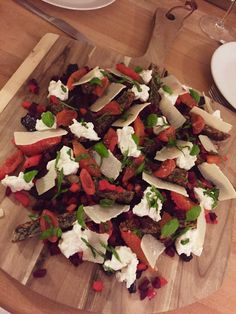 Beetroot salad with goat cheese cream and orange. Get the full recipes at: http://josephine.helbrandt.dk