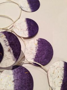 DIY gift ribbon  tie-dyed gift ribbon / Christmas is coming  mondundmandel.blogspot.com Tribal Trends, Gift Ribbon, Christmas Is Coming, Tie Dyed, Ribbons, Easy, How To Make, Gifts, Design