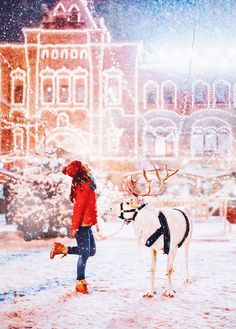 The winter in Moscow might be bitterly cold but it's also be magical – especially if you see it through the eyes of photographer Kristina Makeeva. She was able to capture the city as if it were a winter wonderland. Merry Little Christmas, Winter Christmas, Christmas Shots, Christmas Design, Christmas Wishes, Christmas Time, Moscow Winter, Meditation France, Russia 2018