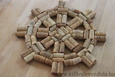 Wine Cork Projects, Wine Cork Crafts, Neighbor Christmas Gifts, Cork Art, Coastal Bedrooms, Craft Club, Diy Cleaning Products, Summer Wreath, Cork Ideas