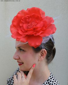 DIY Fascinator for under $20! Derby Attire, Derby Outfits, Outfits With Hats, Diy Party Hats, Tea Party Decorations, Craft Party, Kentucky Derby Fascinator, Kentucky Derby Hats, Fascinator Diy