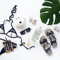 Travel bag set ideas 48 Ideas for 2019 Clean Gold Jewelry, Black Gold Jewelry, Foto Still, Havaianas Slim, Flat Lay Inspiration, How To Clean Gold, Flat Lay Photos, Flat Lay Photography, Product Photography