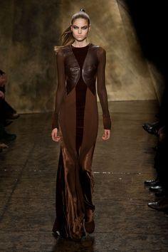 New York Fashion Week: fotos desfile Donna Karan O/I Review Fashion, Fashion Week, High Fashion, Fashion Show, Fashion Trends, Style Couture, Couture Fashion, Runway Fashion, Donna Karan