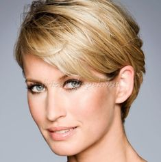 Trendy hairstyles to try in Photo galleries for short hairstyles, medium hairstyles and long hairstyles. Hairstyles for women over Hairstyles for straight, curly and wavy hair. Medium Hair Styles For Women, Short Hair Cuts For Women, Short Hairstyles For Women, Hairstyles Haircuts, Trendy Hairstyles, Short Hair Styles, Blonde Haircuts, Hairstyle Short, Medium Hairstyles