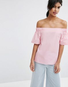 I'm loving the lightweight woven fabric of the Off The Shoulder Top In Cotton. The bardot neckline and back button fastening really makes this a summer staple.