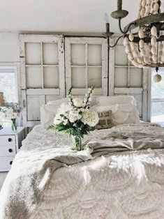20 Beautiful Shabby Chic Bedroom Decorating Ideas For Small Spaces #shabbychicdecorbedroom #DIYHomeDecorShabbyChic