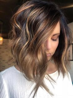 Warm-Toned dark brown and honey blonde balayage. stylish ombre balayage hairstyles for shoulder length hair Balayage Hair Blonde, Ombre Balayage, Brown Balayage, Caramel Balayage Bob, Medium Balayage Hair, Brunette With Caramel Highlights, Long Bob Balayage, Caramel Color, Short Hair