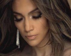 Flawless as always Jennifer Lopez.  Love the soft shuttle smokey eye and nude lips.