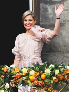 HRH Queen Maxima of the Netherlands sits on her throne during the inauguration ceremony of HM King Willem Alexander of the Netherlands at New Church on 30 April 2013 in Amsterdam Crown Princess Victoria, Crown Princess Mary, Prince And Princess, Love Her Style, Looks Style, Queen Of Netherlands, Royal Family Portrait, Family Portraits, Dutch Queen