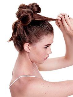 Mit dem Invisbobble sind nur langweilige Zöpfe machbar? Falsch, wir zeigen euch die schönsten Frisuren, die du nur mit deinem Invisibobble machen kannst.