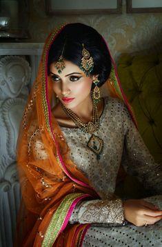 Love this exquisite bridal make up look - Indian bride - Indian wedding hair and make up - Hindu bride - Sikh bride - Muslim bride #thecrimsonbride