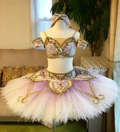 いいね!583件、コメント8件 ― アトリエ Risaさん(@atelier_risa)のInstagramアカウント: 「* ギュリナーラ✨ . セパレートのお衣装です❣️. とても華やかな雰囲気をお持ちのお嬢様が着て下さいます✨ お好みの 淡いラベンダーとピンクのジャガードを使い✨キラキラに仕上げました. .…」