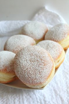 Make an easy and simple but yummylicious treat that both kids and adults will love with this foolproof jam donuts recipe! Nothing beats a classic dessert! Easy Desserts, Delicious Desserts, Dessert Recipes, Yummy Food, Delicious Donuts, Homemade Desserts, Dinner Recipes, Jam Donut, Jam Doughnut Recipe