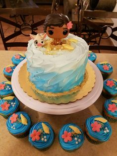 Moana cake and Cupcakes.interested more in the cupcakes design. Moana Theme, Moana Party, Luau Birthday, 6th Birthday Parties, Moana Birthday Cakes, Moana Birthday Party Ideas, Birthday Ideas, Fete Emma, Festa Moana Baby