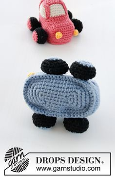 Crocheted car for baby. Piece is crocheted in DROPS Paris.
