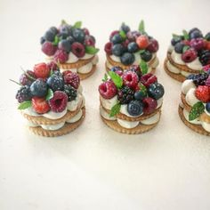 Creme patissiere, wild berries tartlets Source by geworkjan French Desserts, Sweet Desserts, Sweet Recipes, Delicious Desserts, Cake Recipes, Dessert Recipes, Yummy Food, Cupcakes, Cupcake Cakes