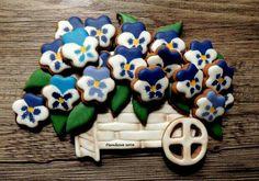 Wanda Sedek: a cart full of pansies. Flower decorated cookies.