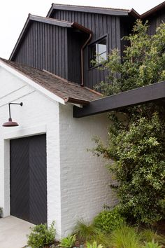 Moody at the Beach — RailiCA Exterior House Colors, Exterior Paint, Exterior Design, Building Exterior, Modern Farmhouse Exterior, Industrial Farmhouse, Industrial Park, Stommel Haus, Up House