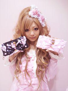 Ayano, hime gyaru idol and shop girl of La Parfait