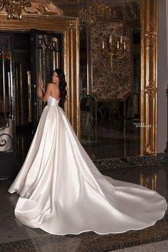 Hey brides-to-be, get ready to pin the dresses in the Edem 2020 Bridal Collection by WONÁ. Dream Wedding Dresses, Bridal Dresses, Wedding Gowns, Tulle Wedding, Boho Wedding, Wedding Ideas, Pretty Dresses, Beautiful Dresses, Cheap Formal Dresses