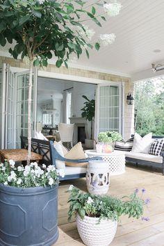 The Happiness of Having Yard Patios – Outdoor Patio Decor Back Patio, Backyard Patio, Backyard Landscaping, Desert Backyard, Flagstone Patio, Wood Patio, Patio Roof, Small Patio, Patio Design