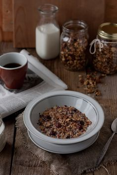 homemade granola: hazelnuts, almond, flaxseed and maple syrup granola Granola, Muesli, Chocolate Trifle, Brunch, Maple Syrup, I Foods, Breakfast Recipes, Cereal, Veggies