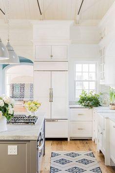 Minimal/ Colorful Kitchen