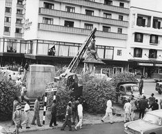 Lord Delamere's statue being removed from Delamere (Kenyatta) Ave on 6 November. Nairobi City, Page 3, East Africa, Historical Photos, Kenya, Lord, Street View, Culture, Statue