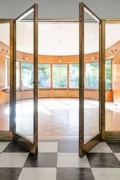 De Marés Väg 10 - Hus & villor till salu i Ankarsrum | Länsförsäkringar Fastighetsförmedling Divider, Windows, Room, Furniture, Home Decor, Bedroom, Decoration Home, Room Decor, Window