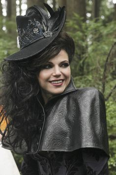 "agirlswishes: "" She's evil but I love the way that woman dresses ! Lana Parrilla as The Evil Queen in Once Upon A Time. Regina Mills, Once Upon A Time, Evil Queen Costume, Costume Steampunk, Ella Enchanted, Evil Queens, Swan Queen, Victorian Goth, Captain Swan"