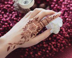 Simple Cute Mehndi Design Idea For Hands - Henna designs hand - Latest Mehndi Designs, Easy Mehndi Designs, Finger Henna Designs, Mehndi Designs For Girls, Bridal Henna Designs, Mehndi Designs For Fingers, Mehndi Design Images, Beautiful Henna Designs, Mehandi Designs