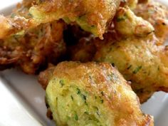 Beignets de courgette Chorizo, Starters, Finger Foods, Entrees, Good Food, Food And Drink, Appetizers, Menu, Healthy Recipes